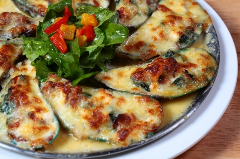 Gratinated Mussels - Pizza Style