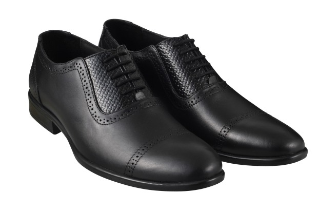 Semi Brogue Oxford from Metro Rs 3490