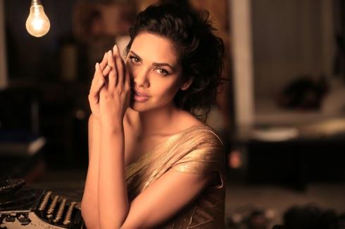 Esha Gupta  (9)