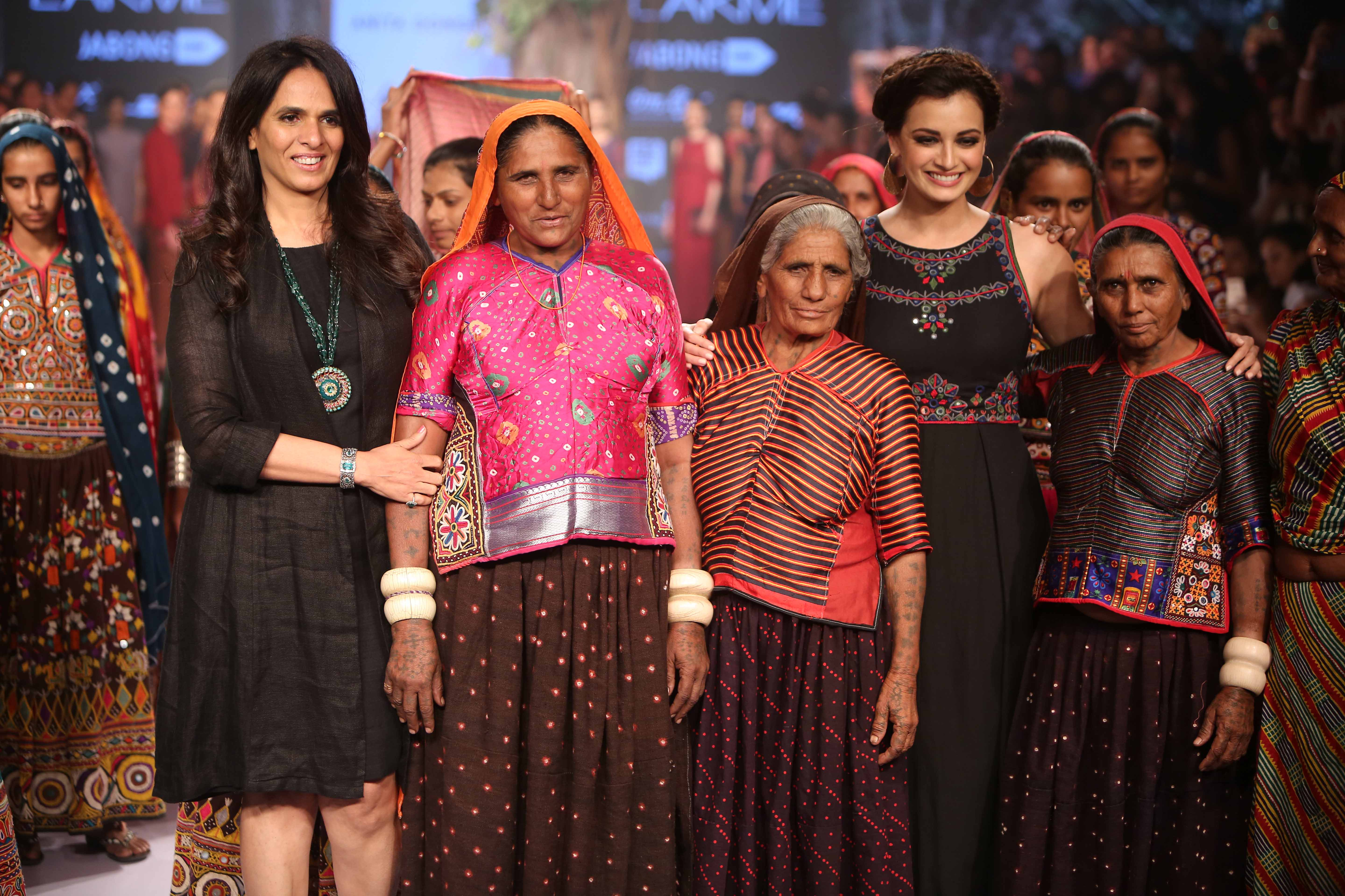 Anita dongre brings crafts and heritage on ramp with for Images of designer