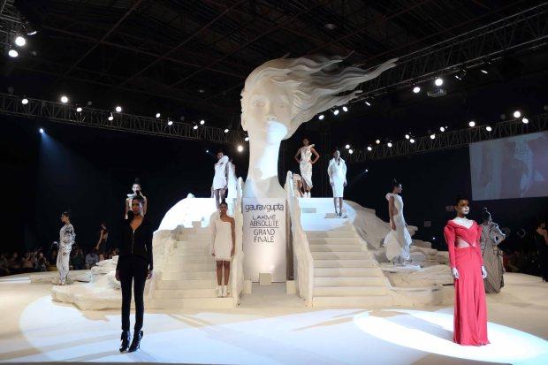 Kareena Kapoor, fashion, show, Khan, Lakme fashion week, fashion, Gaurav Gupta, couture