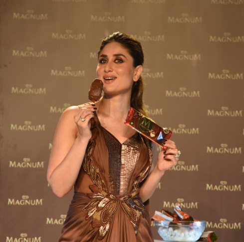 Magnum Pleasure Ambassador Kareena Kapoor Khan launches Magnum Brownie 1