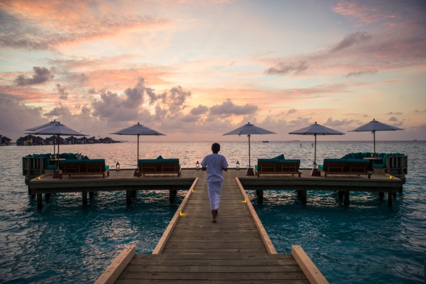 glm_sunset-at-overwater-bar