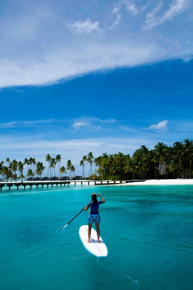 surfing-in-maldives