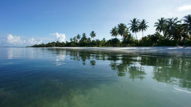 The beach at Gan Island.JPG